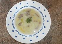 Zelná polévka se salámem
