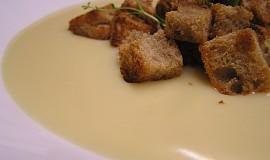Česnečka krémová s krutony