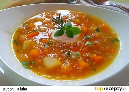 Dýňová polévka s červenou čočkou, šafránem a pečeným česnekem