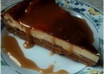 Jablečný cheesecake s karamelovou polevou
