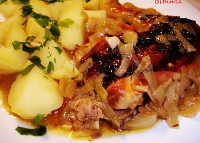 Pečené kuře na rozmarýnu s kokteilovými rajčátky a řapíkatým celerem