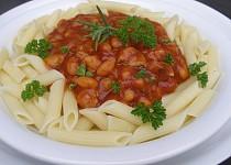 Omáčka z pečených rajčat, fazolí a kuřecího masa