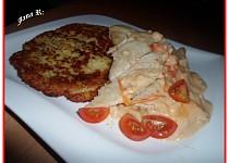 Treska na rajčatech a smetaně s bramboráčky