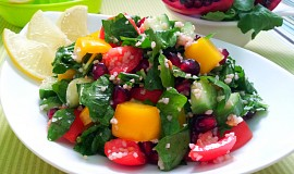 Zeleninovy salat s potocnici a granatovym jablkem