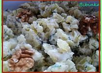 Bramborový salát s oříšky a koprem