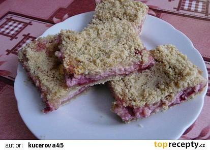 Drobenkový koláč s tvarohem a rybízem
