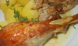 Krůta, plněná  nádivkou z vinné klobásy a uzeného masa