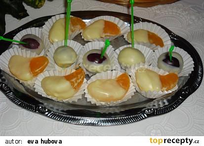 Měsíčky mandarinek máčené v bílé čokoládě