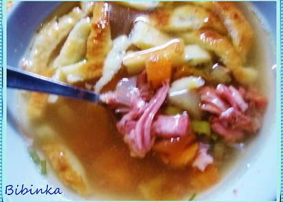Nedělní srnčí polévka s fritátovými nudlemi