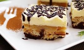 Obrácený jablkový koláč s krémem