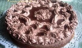 Čokoládovo-marcipánový dort s pařížskou šlehačkou