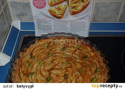 Jablkový koláč s pistáciemi