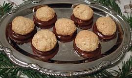 Plněné kokosky máčené v čokoládě