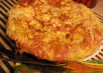 Smažené špagety se sýrem a šunkou