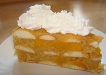 Studený jablečný dort s broskvemi