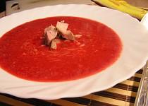 Sýrová polévka z červené řepy