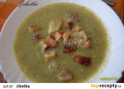 Brokolicová polévka s krutony