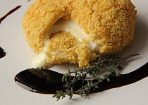 Hermelín v kuskusové krustě s rybízovou omáčkou