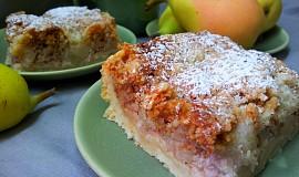 Hruškový koláč s ořechy a drobenkou