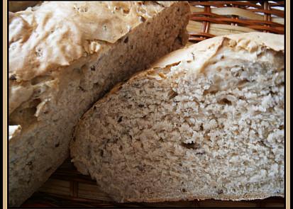 kefírový chleba s Aztékem na řezu
