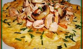 Omeleta s lososem a žampiony