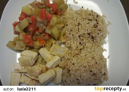 Zelenina s tofu a rýží