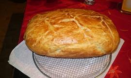 Domácí chléb v římském hrnci