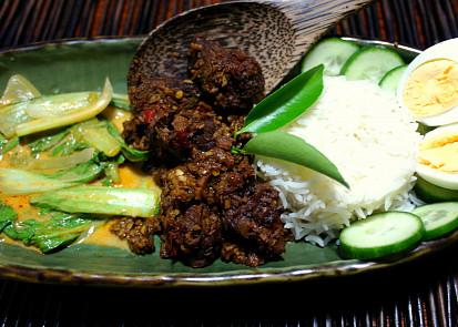 rendang a zeleninovy gulai