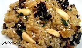 Kořeněná quinoa na sušených švestkách