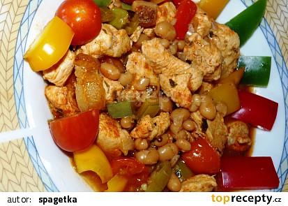 Krůtí  s fazolí, paprikou a rajčaty