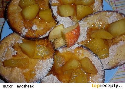Lívance s jablky a mandlemi