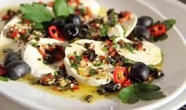 Mozzarella s pikantní gremolatou ( podle Nigelly Lawson)