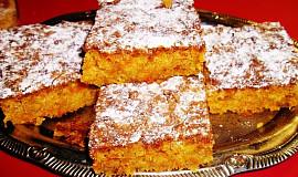 Mrkvový koláč s ořechy a skořicí - šťavnatý