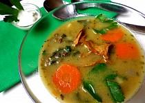 Polévka ze zelené čočky s liškami