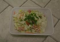Salát se sýrem a bazalkou