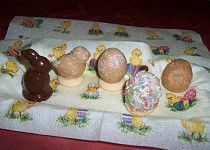 Velikonoční vajíčka, kuřátka a zajíčci
