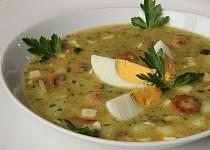 Bramborová polévka s vejci a párkem