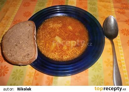 Gulášová polévka s čabajkou