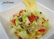 Ledový salát s ovocem a semínky