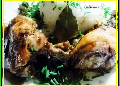 Pečená kuřecí stehýnka s bobkem a sušenými houbami