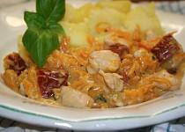 Smetanová omáčka se sušenými rajčaty a kuřecím masem