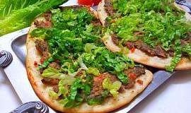 Turecka pizza (Lahmacun)