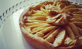 Francouzský křehký jablečný koláč