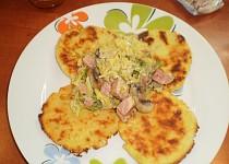 Kapustove ragu s bramborovymi plackami