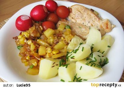Kuřecí maso s ananasem, hráškem a kukuřicí