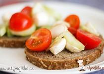Salát s mini mozzarellou