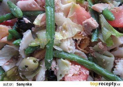 Salát s tuňákem a hořčicovou zálivkou