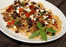 Špagety s olivovou tapenadou