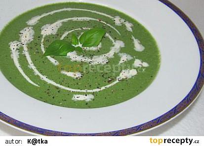 Špenátová polévka s řapíkatým celerem a ricottou