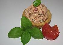 Toastové košíčky s rajčatovo-bazalkovým krémem